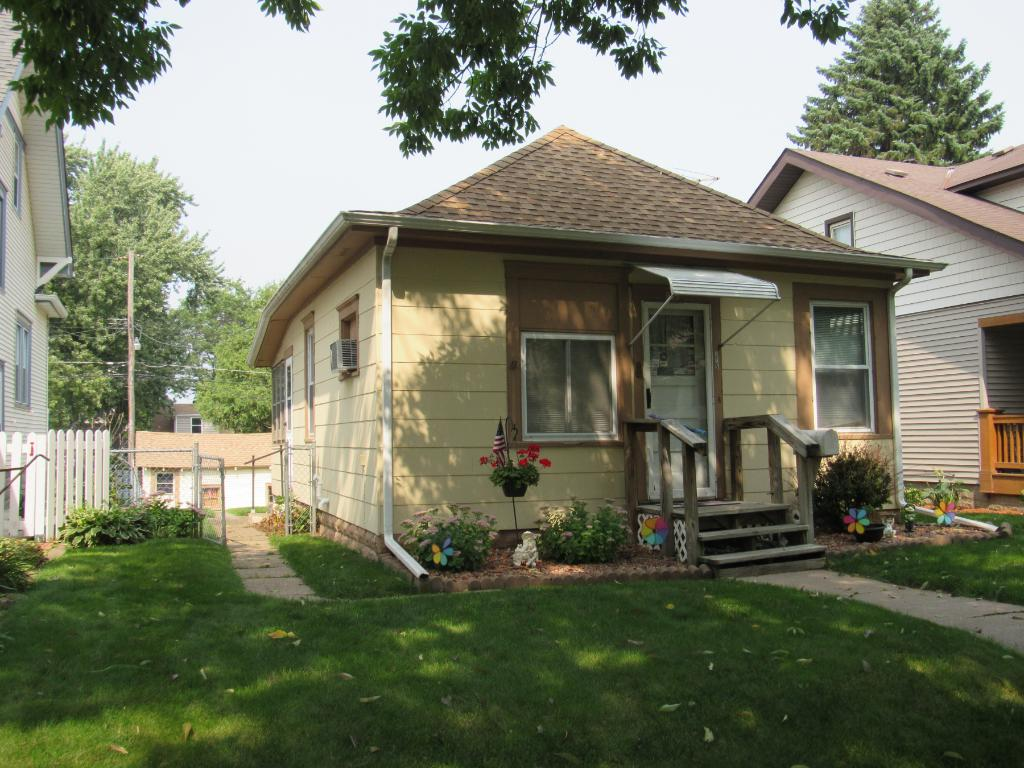 Photo of 915 Cottage Avenue E  Saint Paul  MN