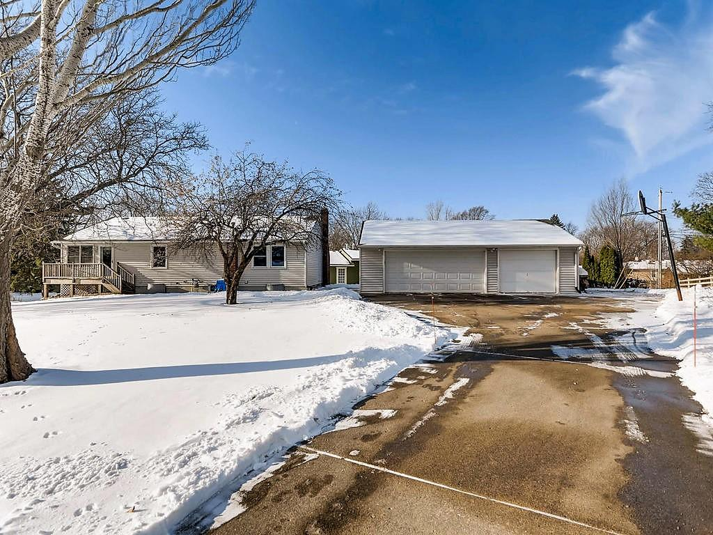 2449 Oak Street White Bear Lake, MN 55110