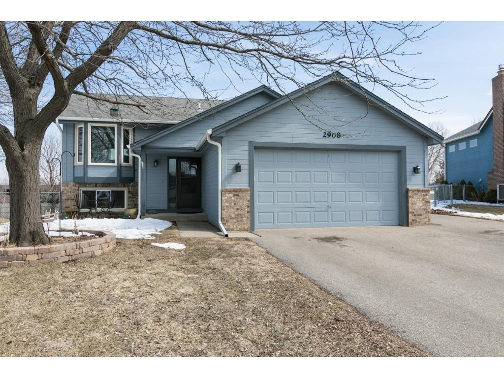 2908 Parkridge Knolls, Burnsville, Minnesota