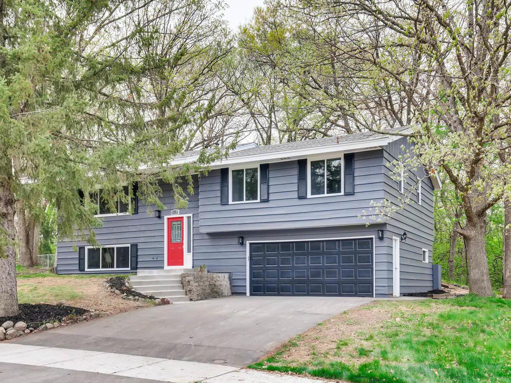 125 Chaparral Drive Apple Valley, MN 55124