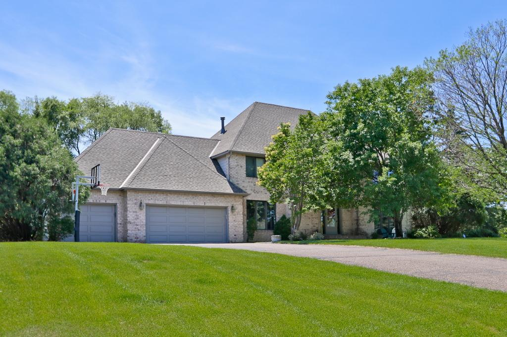 13 Hill Farm Circle North Oaks, MN 55127