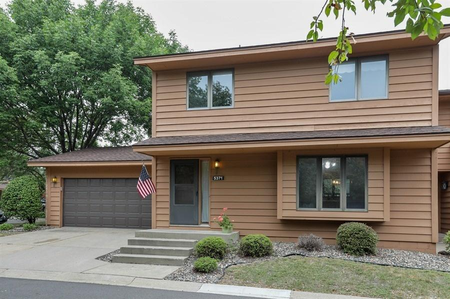 5371 Upper 147th Street W, Apple Valley in Dakota County, MN 55124 Home for Sale