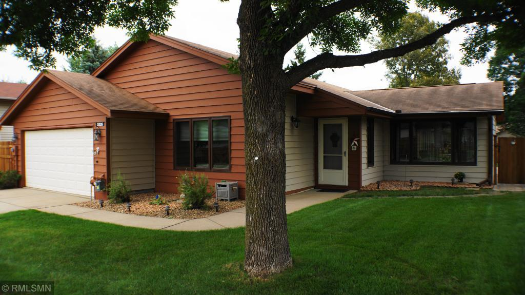 5326 Emerald Way, Apple Valley in Dakota County, MN 55124 Home for Sale