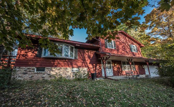 147 Chaparral Drive, Apple Valley in Dakota County, MN 55124 Home for Sale