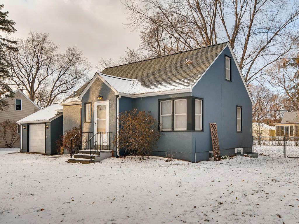 1913 Edgewater Avenue Arden Hills, MN 55112