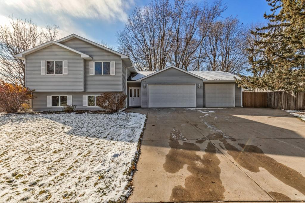 832 Oriole Drive, Apple Valley in Dakota County, MN 55124 Home for Sale