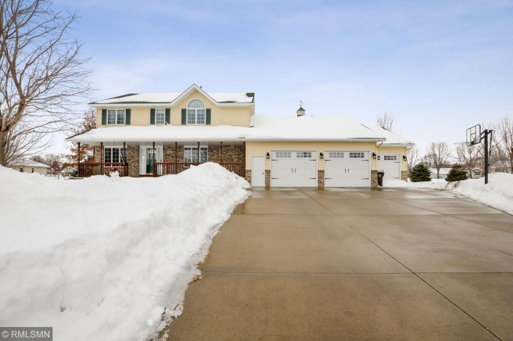 908 Horizon Circle, Belle Plaine, Minnesota
