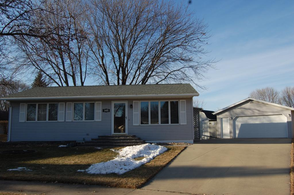 1405 42nd Street NW, Rochester in Olmsted County, MN 55901 Home for Sale