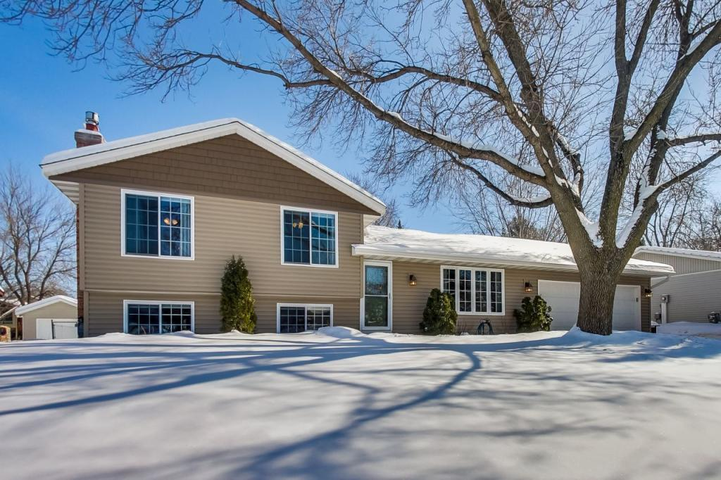 15706 Hayes Trail Apple Valley, MN 55124