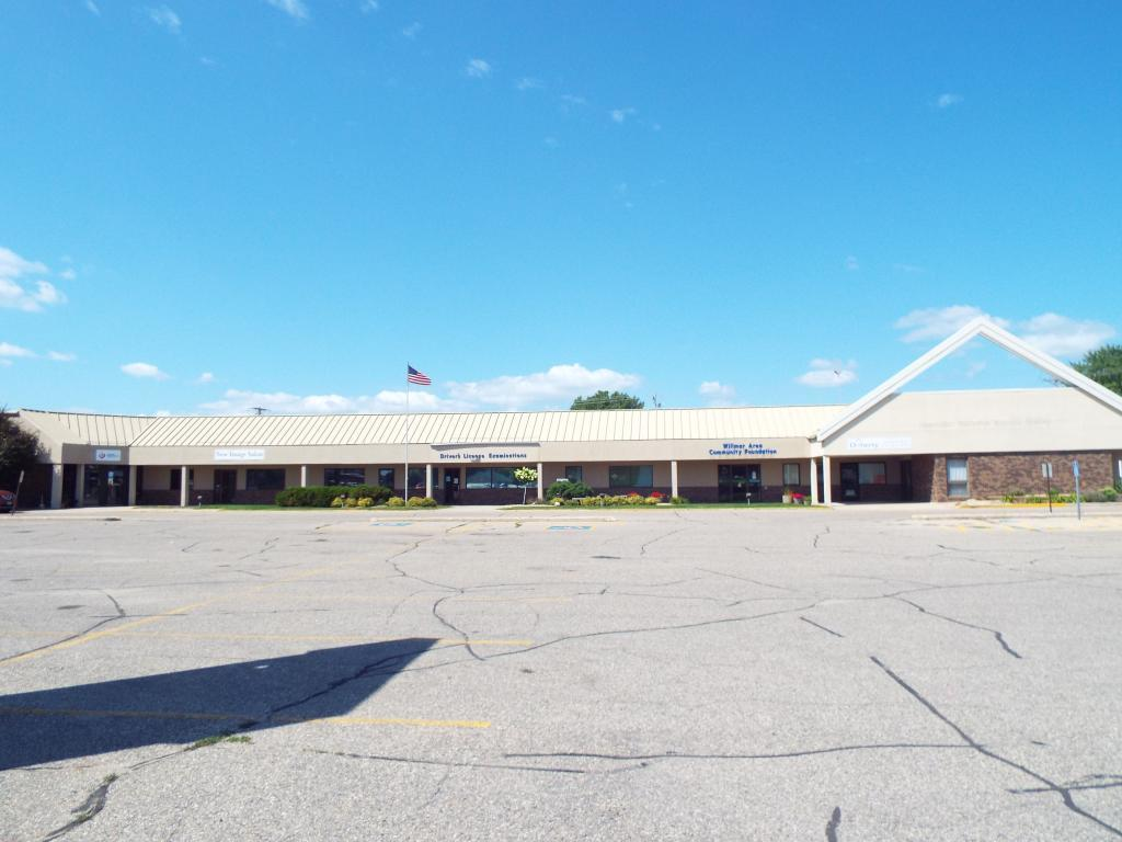 primary photo for 1601 Highway 12 E, Willmar, MN 56201, US