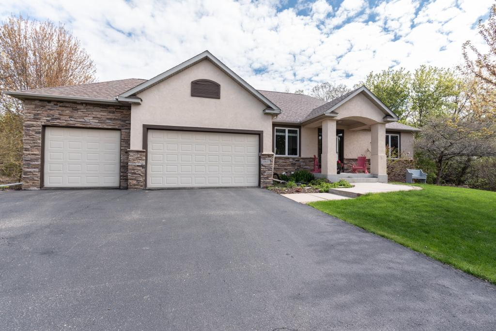 10607 Amery Court Inver Grove Heights, MN 55077