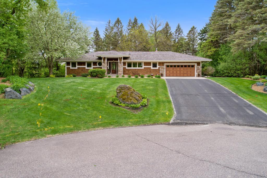 Cul de Sac property for sale at 600 Queensland Lane N, Plymouth Minnesota 55447