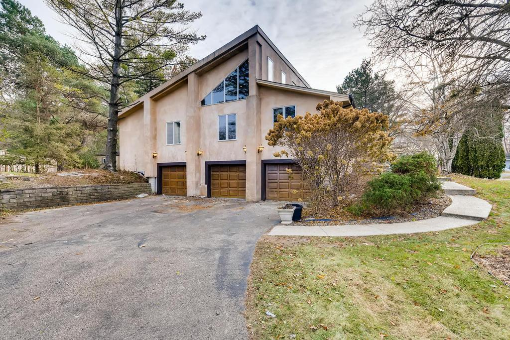 6000 Arbour Lane, Edina, Minnesota