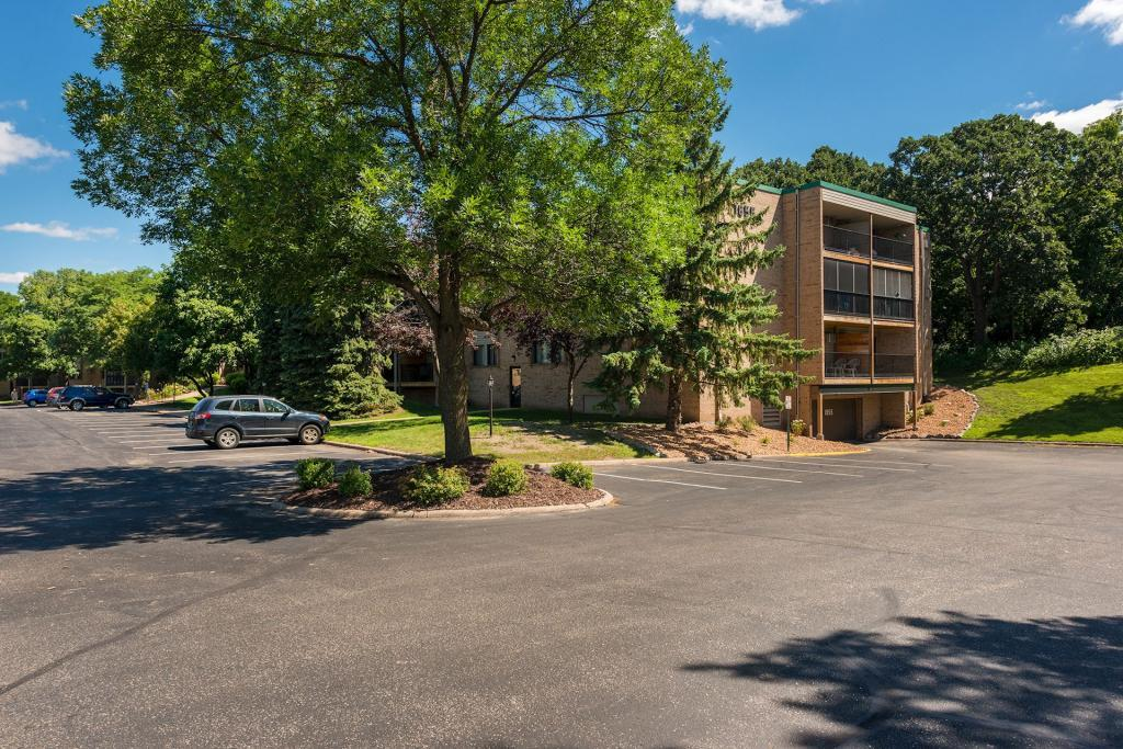 Townhome property for sale at 1855 Silver Bell Road, Eagan Minnesota 55122