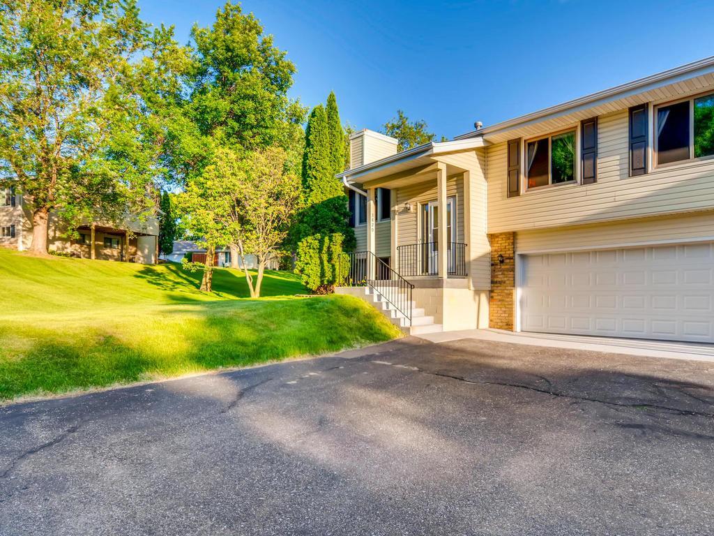 Cul de Sac property for sale at 3820 Laurel Court, Eagan Minnesota 55122