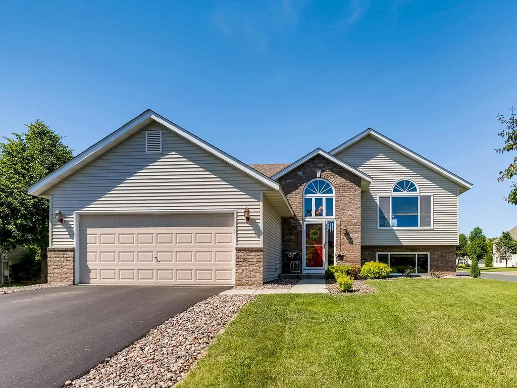 New Listings property for sale at 985 Jack Russell Avenue, Shakopee Minnesota 55379