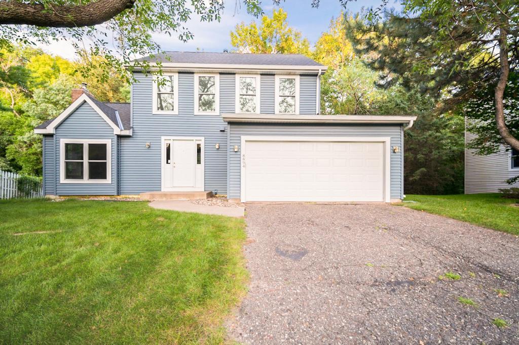 8894 Knollwood Drive, Eden Prairie, Minnesota