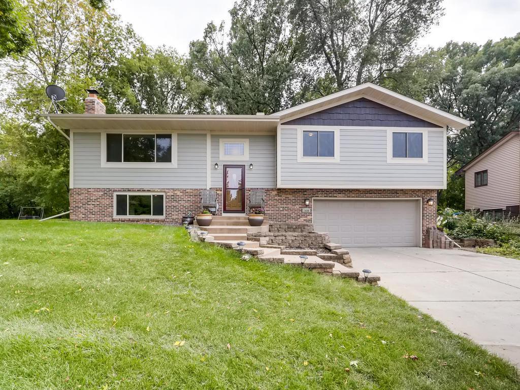 2400 Teakwood Drive E, Maplewood, Minnesota