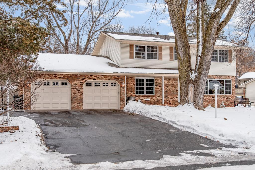 10064 Quaker Lane N, Maple Grove in Hennepin County, MN 55369 Home for Sale