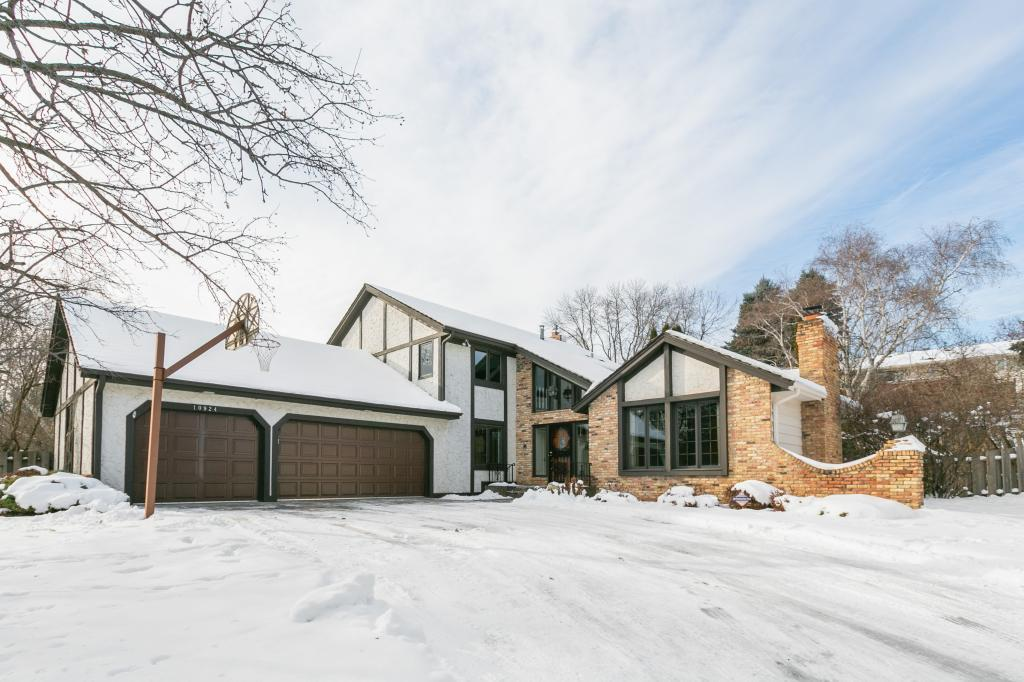 10924 Girard Curve, Bloomington in Hennepin County, MN 55431 Home for Sale