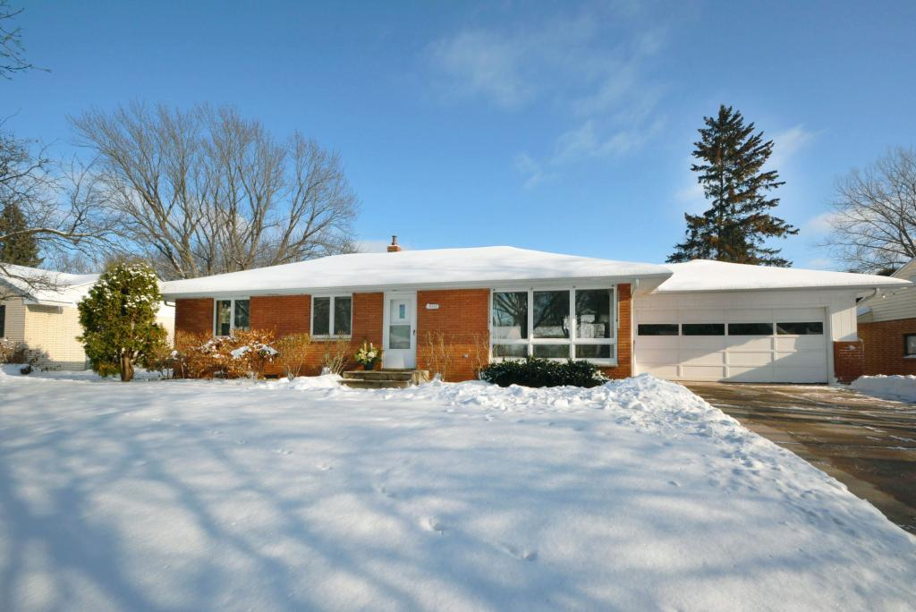 2596 Southlawn Drive, Maplewood, Minnesota