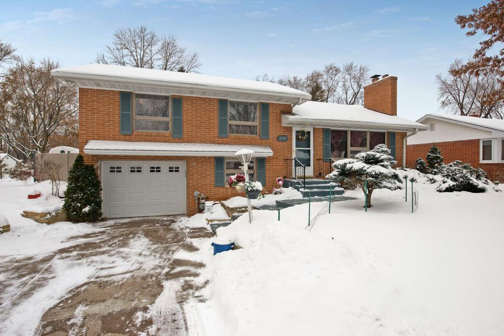 2591 Southlawn Drive, Maplewood, Minnesota