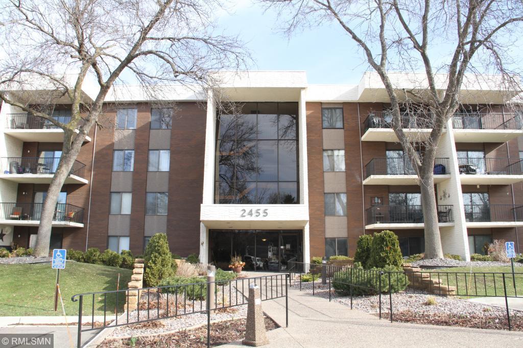 2455 Londin Lane E, Maplewood, Minnesota