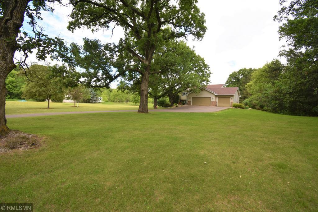 215 221st Avenue NW, Oak Grove, Minnesota