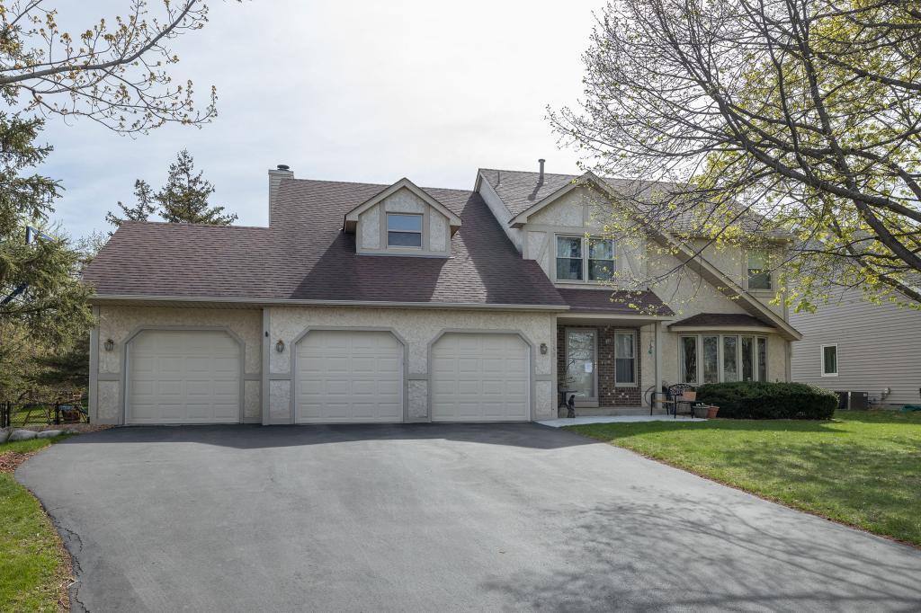 12598 Driftwood Lane, Apple Valley in Dakota County, MN 55124 Home for Sale