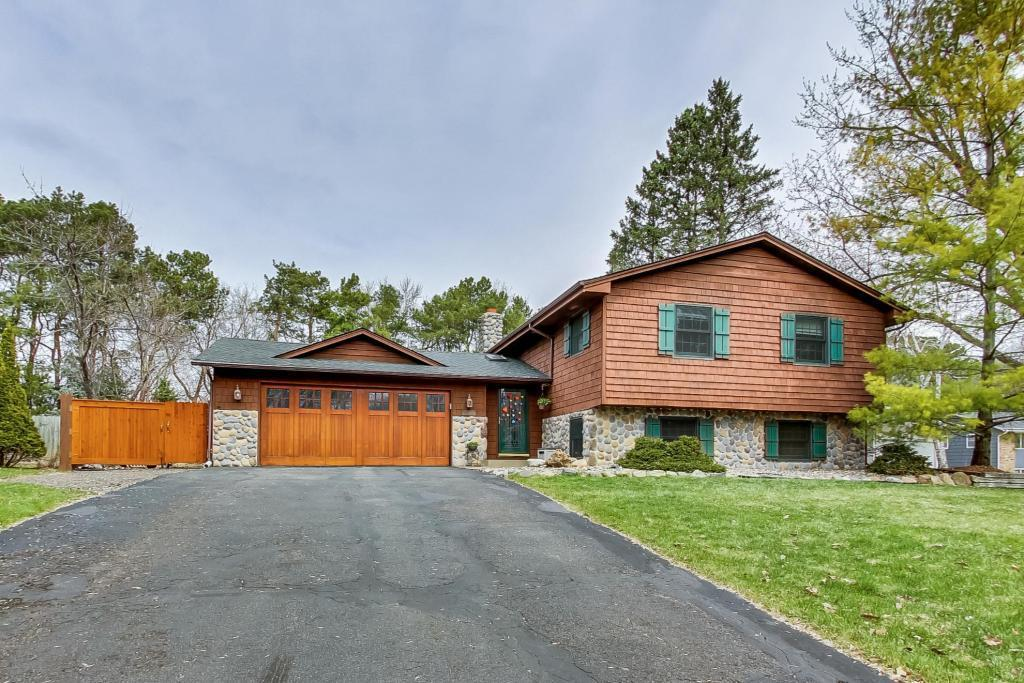 8005 Cheyenne Avenue, Chanhassen, Minnesota