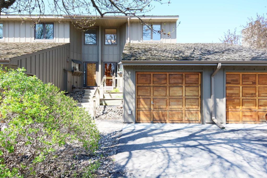 9038 Neill Lake Road, Eden Prairie, Minnesota