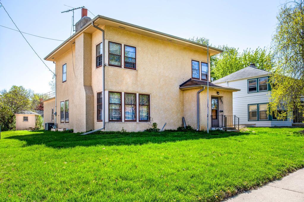 827 Holmes Street S, Shakopee, Minnesota