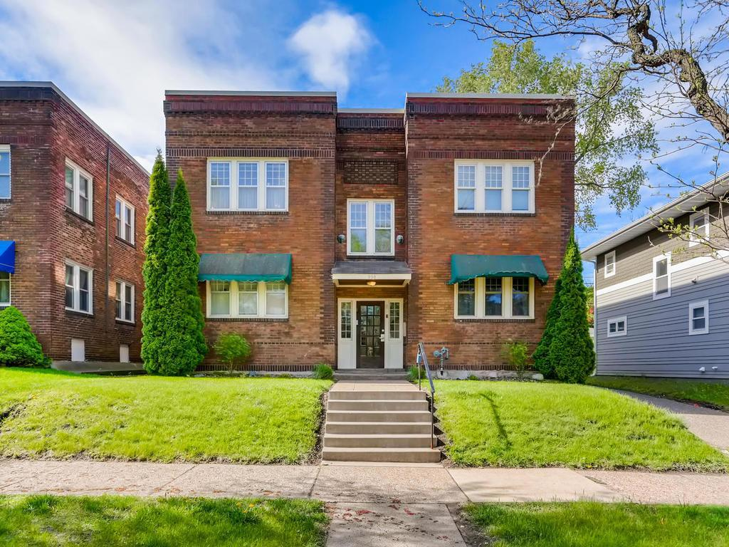 998 Dayton Avenue, one of homes for sale in St Paul - Town and Country