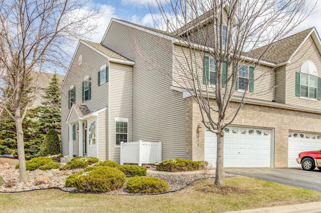 1313 White Oak Drive, Chaska in Carver County, MN 55318 Home for Sale