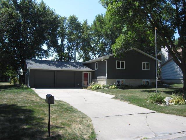2645 Summer Meadows Dr, Perry, IA 50220
