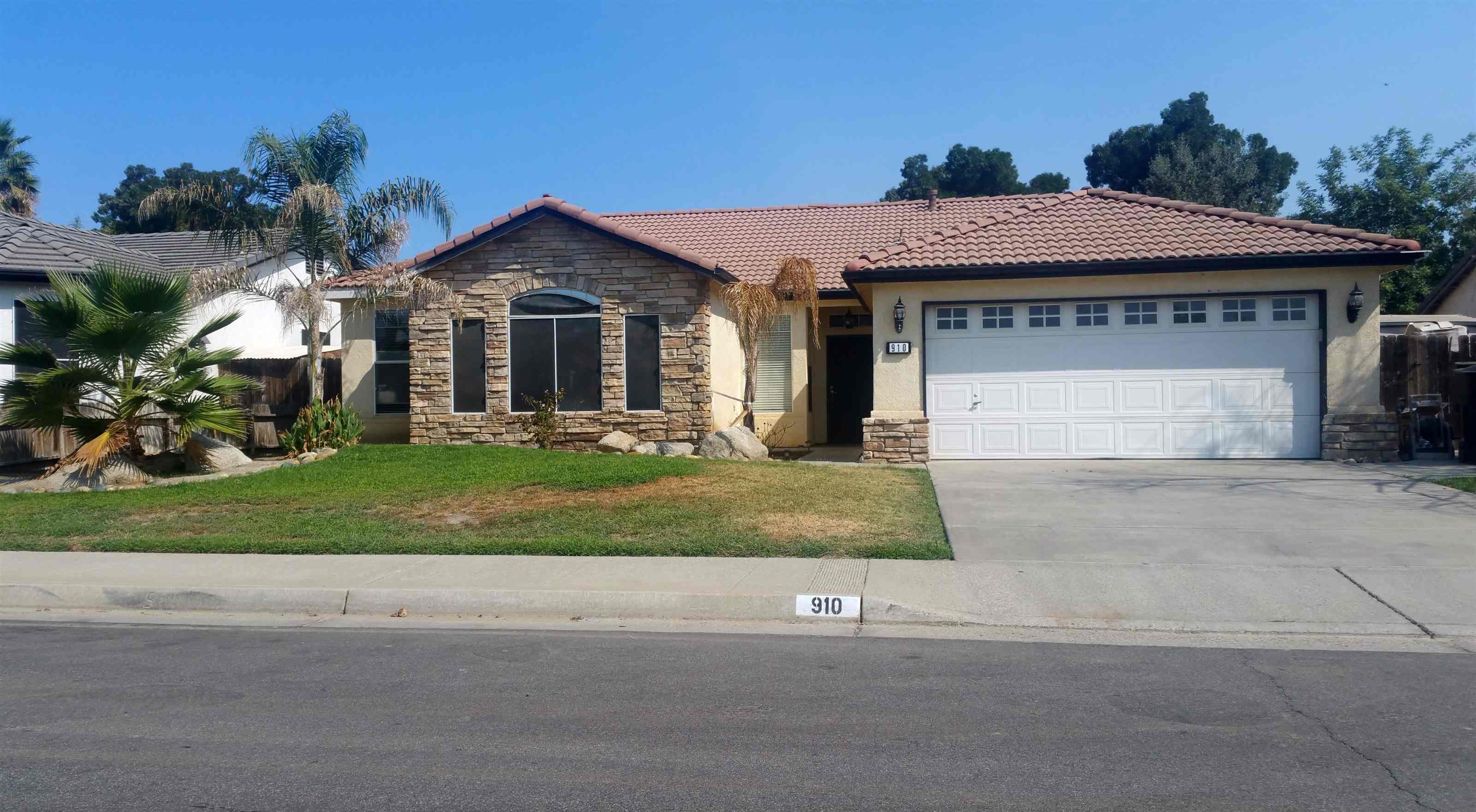 Photo of 910 W Willow St  Hanford  CA