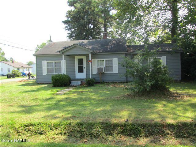 114 N McRae St, Burgaw, NC 28425