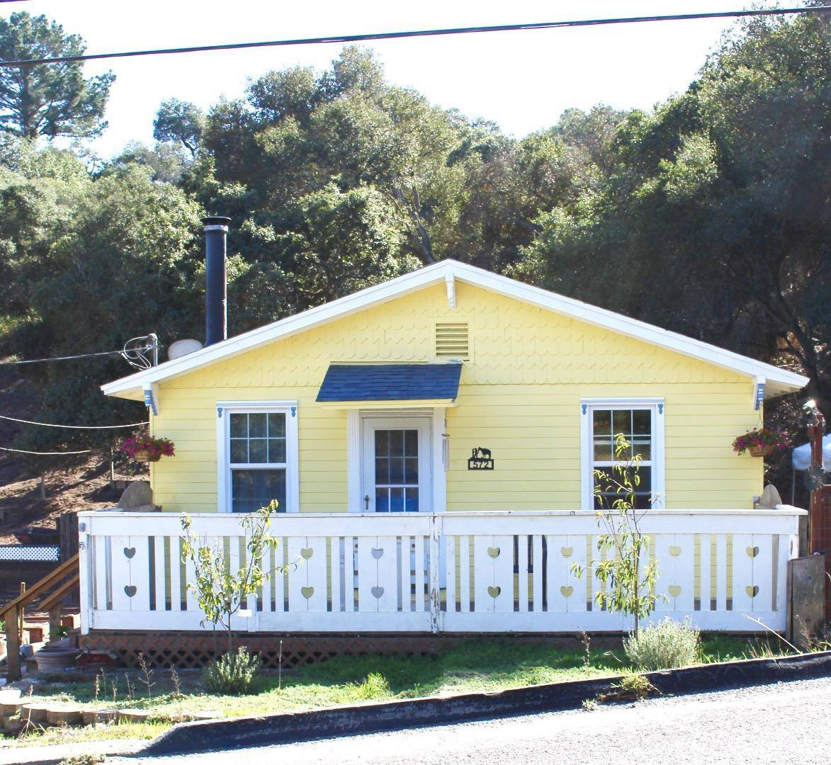 Photo of 572 Echo Valley Rd  Salinas  CA