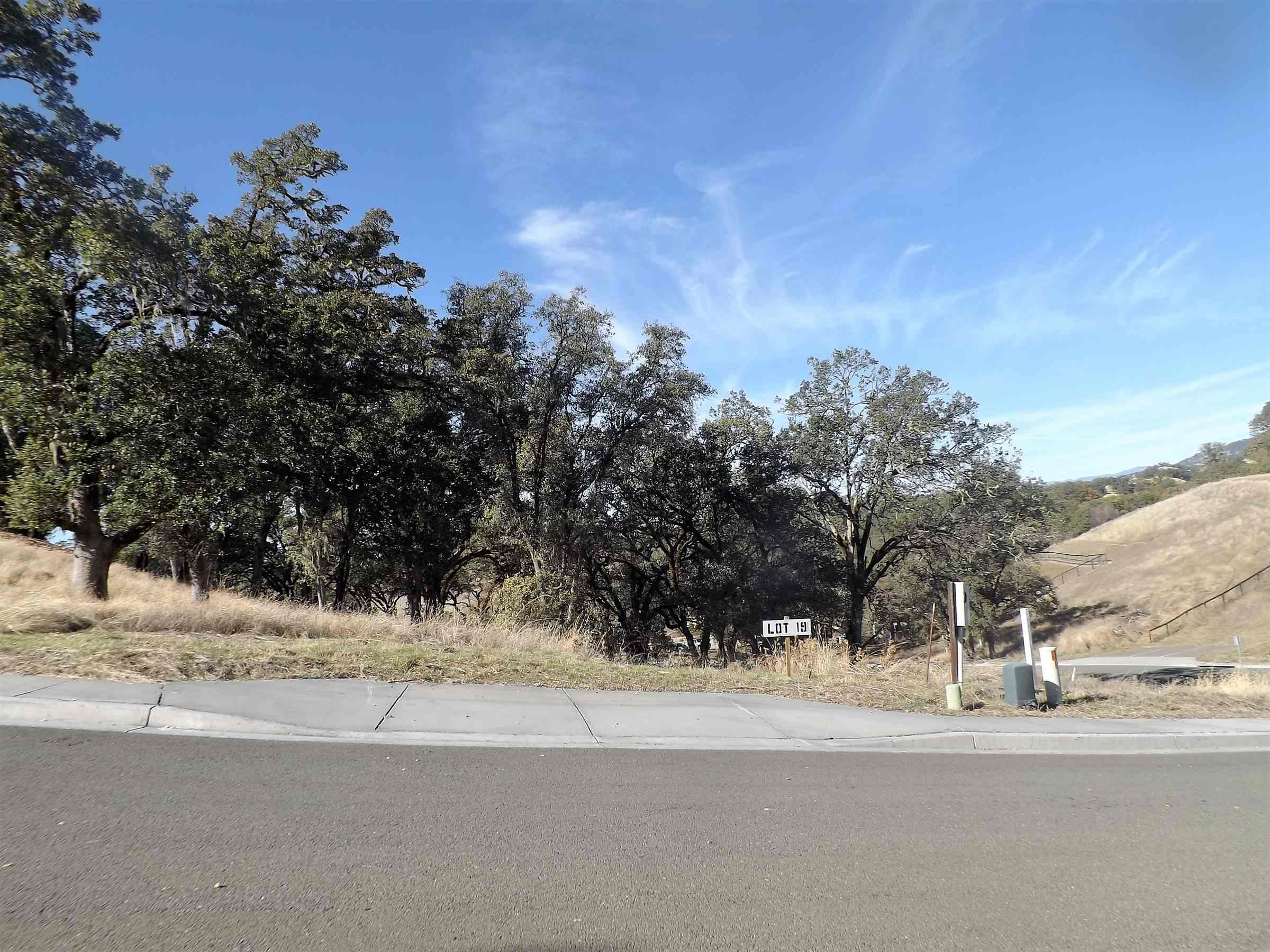Photo of 450 Tehuacan Road  Ukiah  CA