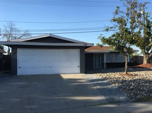 Photo of 1104 Water St  Hanford  CA