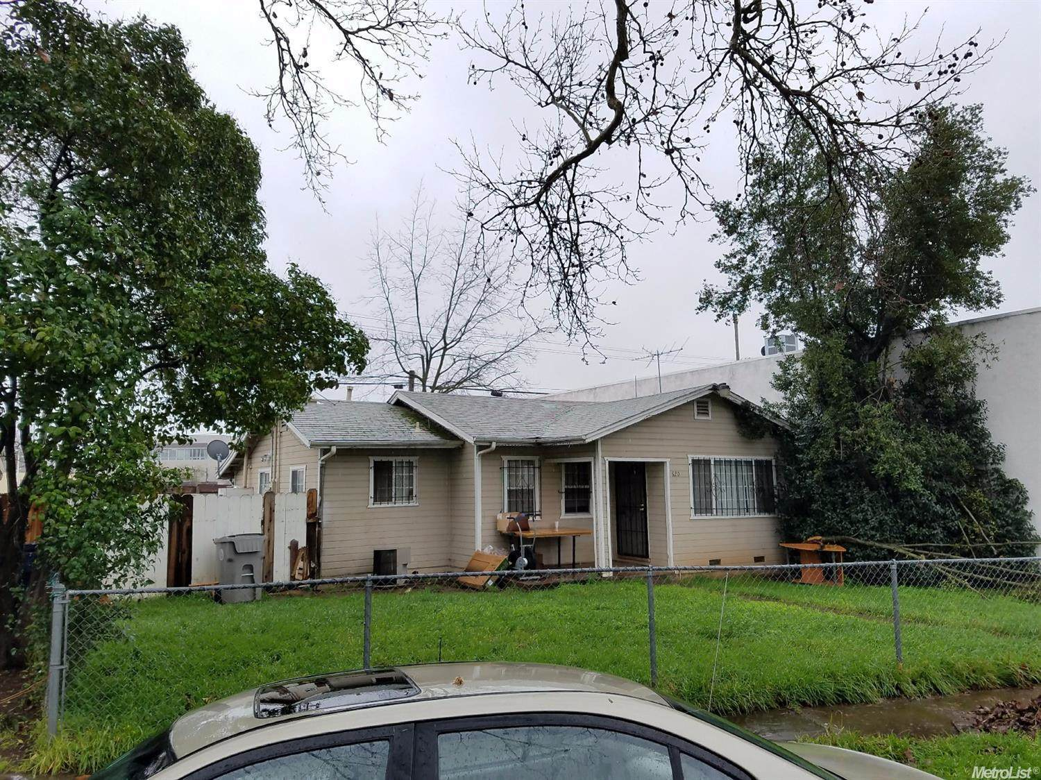Photo of 620 Redwood Avenue  Sacramento  CA
