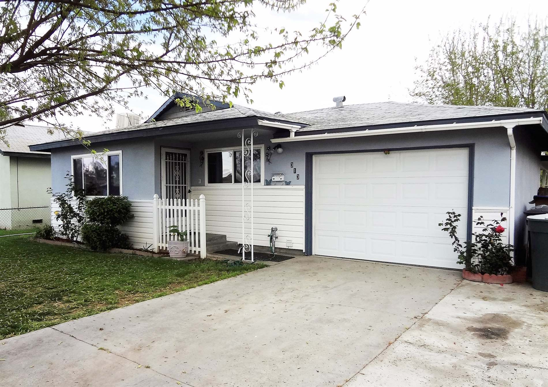 Photo of 313 E D Street  Lemoore  CA
