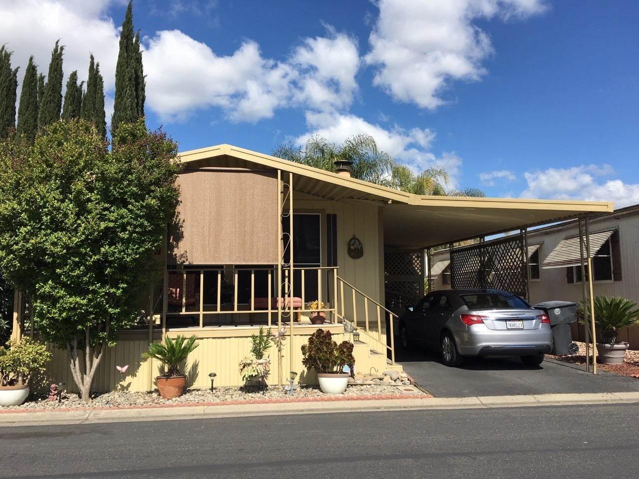 250 East Las Palmas Avenue, Patterson, California
