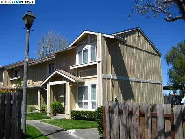 102 Park Ln, Richmond, CA 94803
