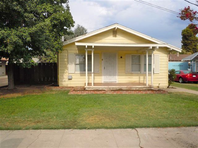 Photo of 908 Kaweah St  Hanford  CA