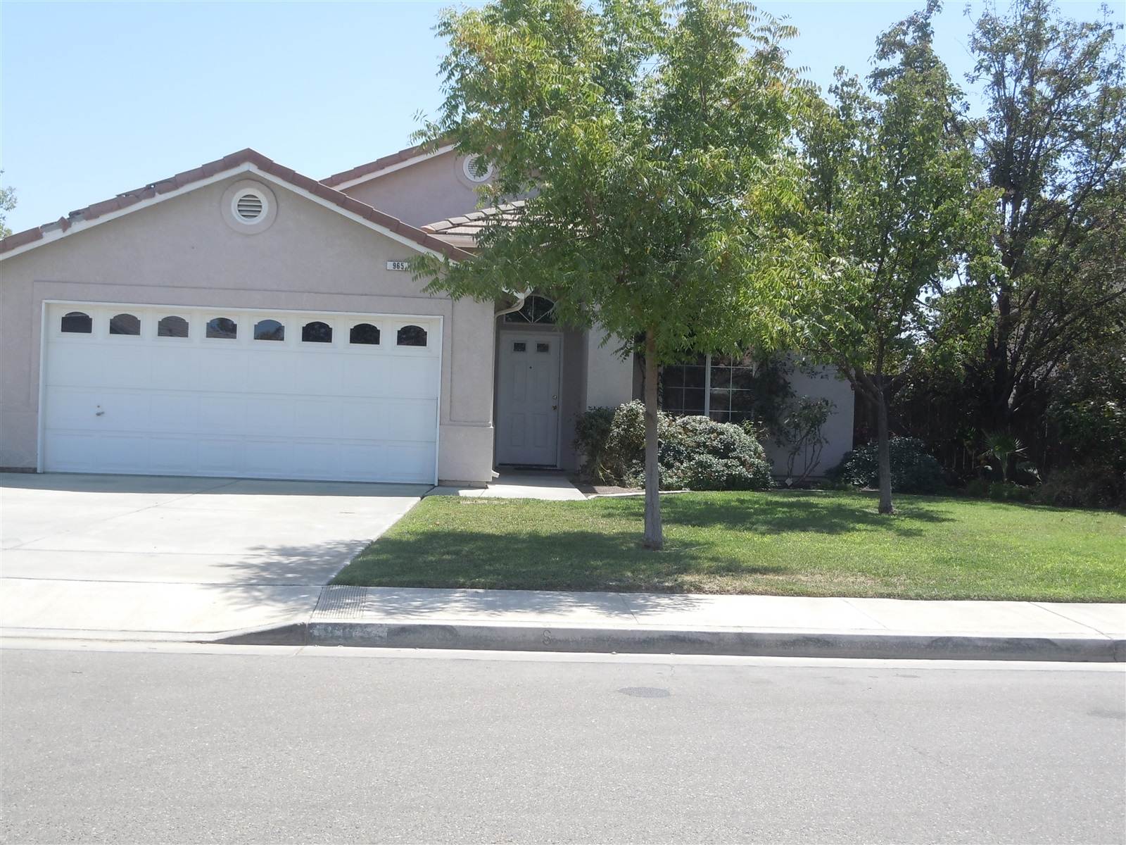 Photo of 965 Meadow View Rd  Hanford  CA
