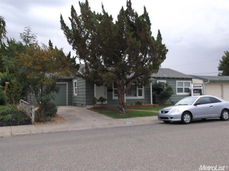 870 Toyon Ln, Patterson, CA 95363