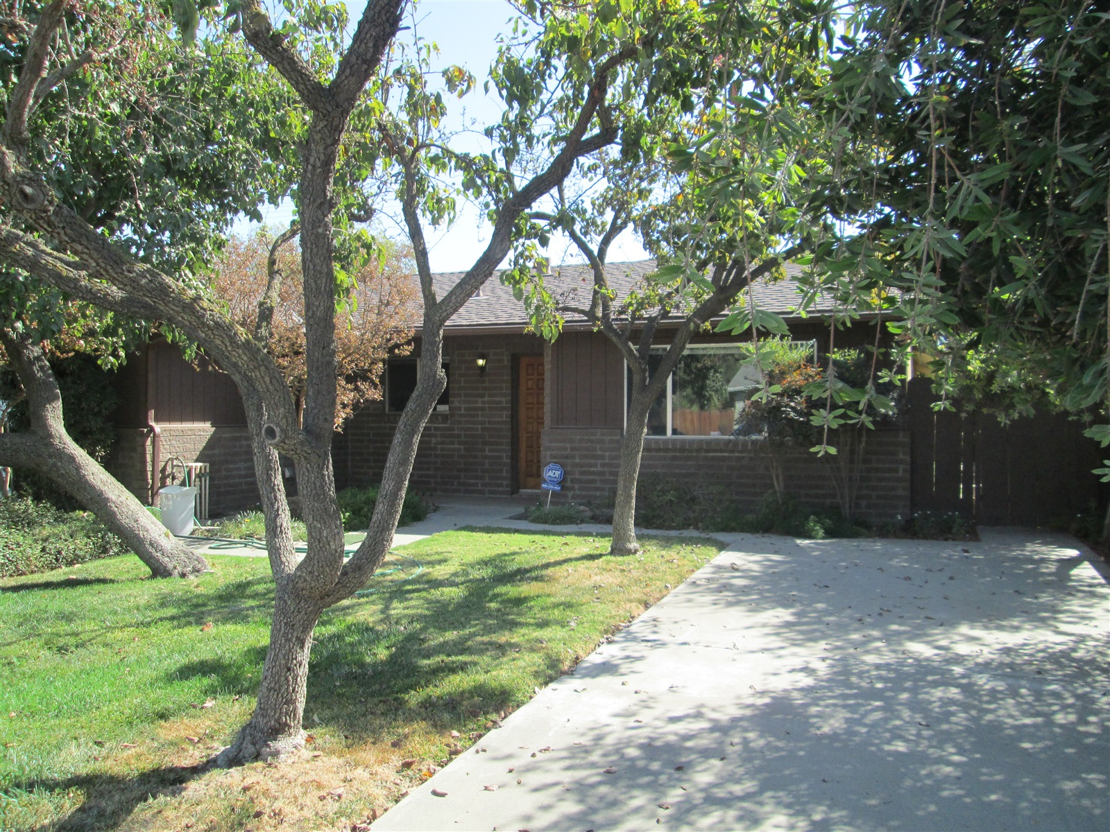 Photo of 869 Clover Ln  Hanford  CA