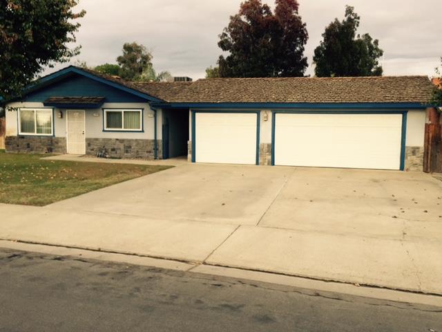 11078 Bonneyview Ln, Hanford, CA 93230