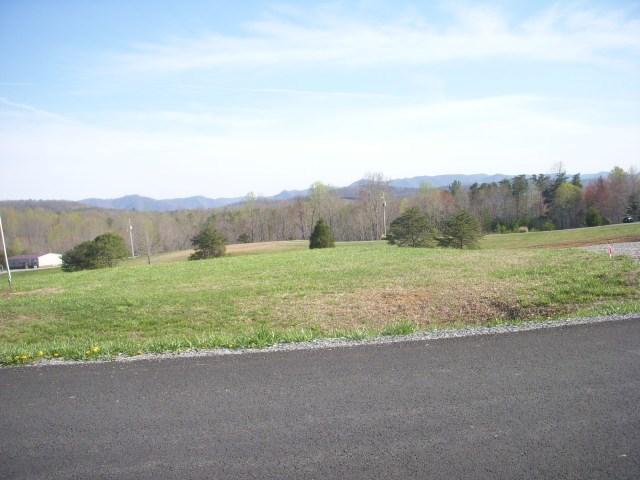 4 Mountain Crest Ln, Claudville, VA 24076
